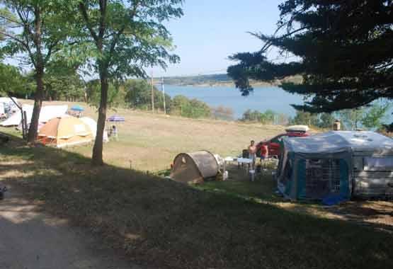 Camping bord de rivière aude